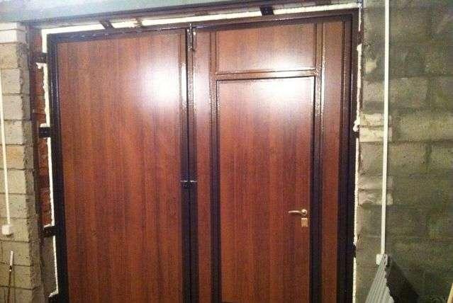 металлические утеплённые двери и ворота