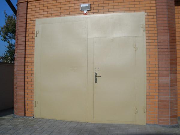 стальные гаражные распашные двери