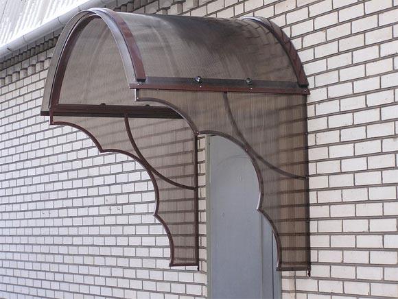 Навес над дверью из поликарбоната своими руками