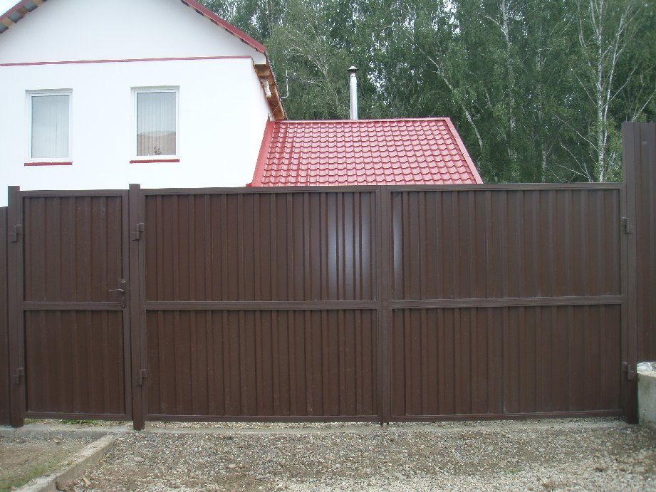 Заборы и ворота из профнастила фото